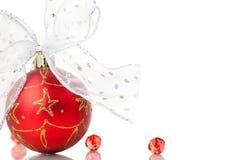 белизна рождества смычков шариков красная Стоковое Изображение