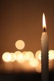 белизна свечки предпосылки темная Стоковое Изображение