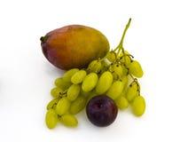белизна сливы мангоа виноградин предпосылки стоковое изображение rf