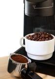 белизна создателя машины кофейной чашки Стоковое фото RF