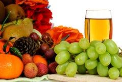 белизна сока виноградины плодоовощ корзины Стоковое фото RF