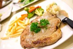 белизна стейка соуса свинины перца тарелки creame Стоковые Изображения RF