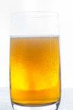 белизна стекла пива предпосылки изолированная Стоковое Изображение RF
