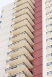 белизна стены башни балконов красная Стоковые Фотографии RF