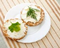 белизна тарелки 2 мозоли хлеба Стоковое фото RF