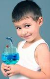 белизна тельняшки мальчика Стоковое Изображение RF