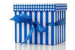 белизна тесемки подарка голубой коробки Стоковые Фото