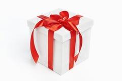 белизна тесемки подарка на рождество красная Стоковые Изображения RF
