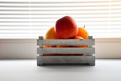 Белизна цвета плодоовощ коробки деревянная Стоковые Изображения RF