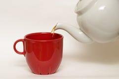 белизна чая бака чашки застекленная faience красная стоковые фото