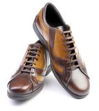 белизна человека s ботинка предпосылки Стоковые Изображения RF