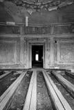 белизна черной дома загадочная старая Стоковое Изображение