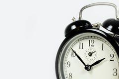 белизна черных часов предпосылки старая частично Стоковая Фотография