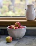 белизна шара яблок 0293a красная Стоковое фото RF