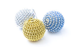 белизна шариков предпосылки изолированная рождеством Стоковое Изображение RF