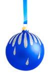 белизна шариков предпосылки изолированная рождеством Стоковые Фото