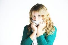 белизна шарфа девушки blong Стоковое Изображение RF