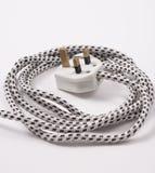 белизна штепсельной вилки предпосылки изолированная кабелем Стоковое фото RF