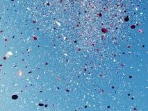 белизна confetti красная Стоковое Фото