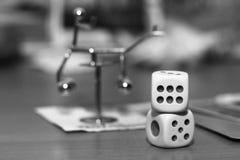Белизна 2 dices и игрушка металла Стоковые Фотографии RF