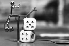 Белизна 2 dices и игрушка металла Стоковая Фотография