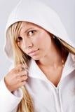 белизна hoodie девушки подростковая нося Стоковые Фотографии RF