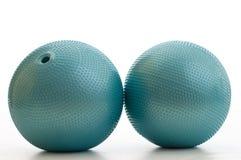 белизна pilates 2 тренировки шариков Стоковая Фотография