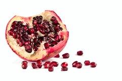 белизна pomegranate предпосылки свежая стоковые фотографии rf