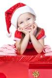белизна santa шлема девушки подарка маленькая Стоковая Фотография RF