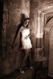 белизна sepia платья стоковая фотография