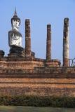 белизна sukhothai Будды Стоковое Изображение