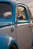 белизна vw классики жука голубая Стоковое фото RF