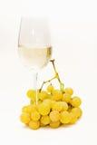 Белое вино и виноградины Стоковая Фотография