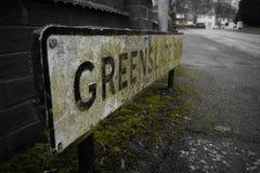 Белое дорожного знака зеленые и черный Стоковое Фото