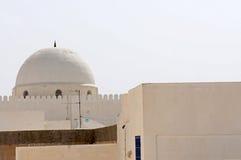 Белое зодчество в тунисском городе Kairoua Стоковое фото RF