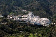 Белое село, Tolox, Испания. стоковые изображения