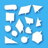 Белое собрание пузырей речи в стиле отрезка бумаги с тенями на небесно-голубом бесплатная иллюстрация