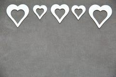 Белое чистое сердце на серой предпосылке для всех любовников Стоковое фото RF