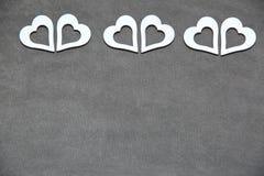 Белое чистое сердце на серой предпосылке для всех любовников Стоковые Фото