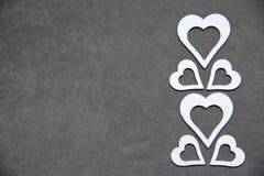 Белое чистое сердце на серой предпосылке для всех любовников Стоковые Фотографии RF