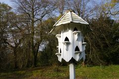 Белое birdbox dovecote стоковые изображения