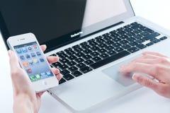 Белое iphone 4 4s Стоковое Изображение RF