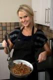 белокурая варя женщина еды милая Стоковые Изображения