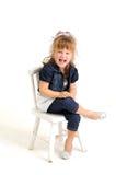 белокурая голубая девушка платья одежд стула довольно Стоковые Фото