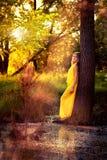 Белокурая девушка в желтом платье Стоковое фото RF