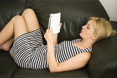 белокурая девушка книги стоковое фото