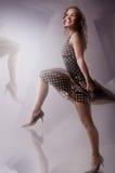 белокурая девушка танцы Стоковые Изображения RF