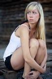 белокурая опасанная девушка Стоковая Фотография RF