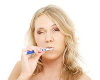 белокурая счастливая зубная щетка 2 Стоковое Фото