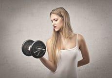Белокурая тренировка девушки Стоковое Изображение RF